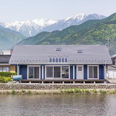 雄大な自然に囲まれた、穏やかで贅沢な平屋の暮らし